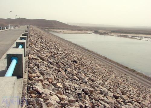 نمایی از طول تاج سد فرخی - استان خراسان جنوبی