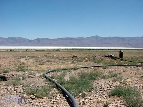 چاه های غیر مجاز در منطقه خانه کت (حاشیه جنوبی دریاچه بختگان) - 30 مرداد 1392