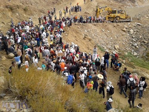 اجتماع کوهنوردان و دوستداران محیط زیست در برابر لودرسواران معدنکاو - 22 شهریور 1392