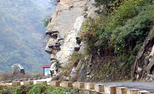 کشف صخره ای شبیه صورت انسان در چین + تصویر