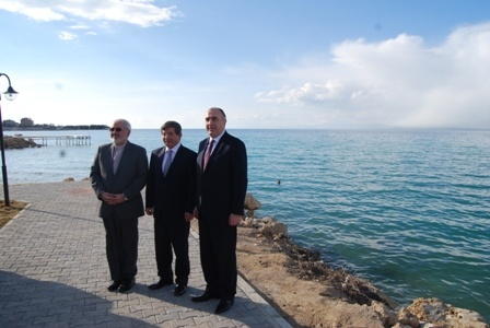 ظریف و داود اغلو در کنار دریاچه وان