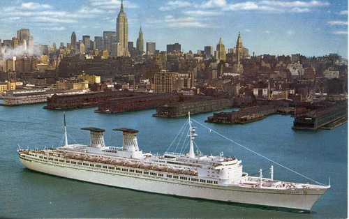 کشتی رافائل در ساحل منهتن نیویورک