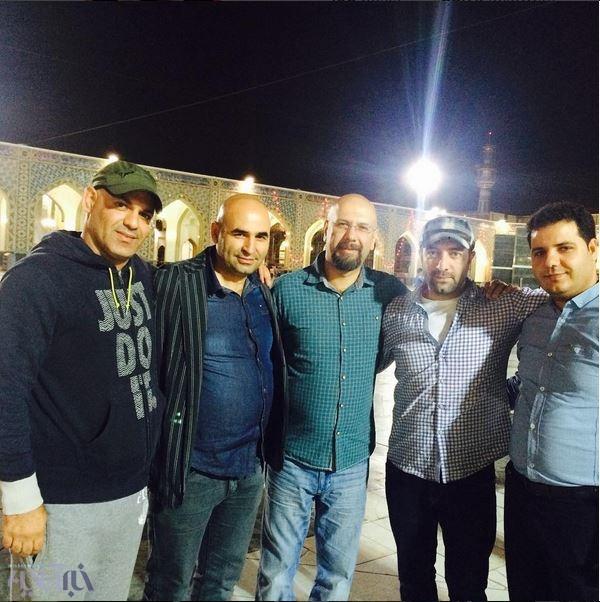 تصویر علی مسعودی، مجید صالحی و صداپیشهی جناب خان در حرم امام رضا (ع)