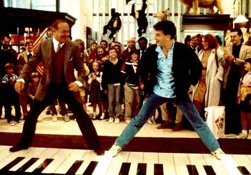 رابرت لوگیا و تام هنکس در فیلم «بزرگ»