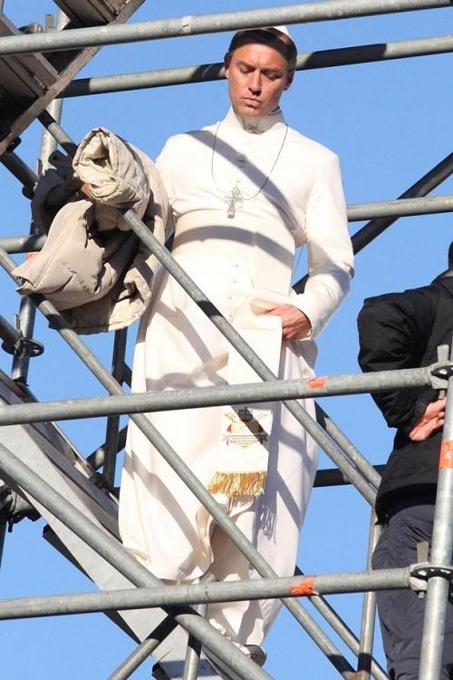 گریم متفاوت بازیگر هالیوودی در نقش رهبر مسیحیان کاتولیک+ عکس