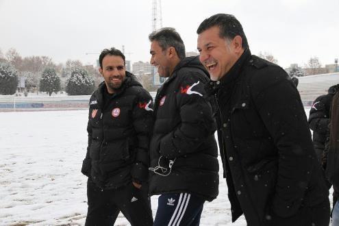 تصویری از دایی،عابدزاده و برف در تمرین نفت!