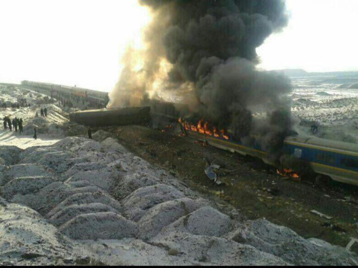 تصاویر اولیه از برخورد دو قطار در ایستگاه هفت خوان شاهرود