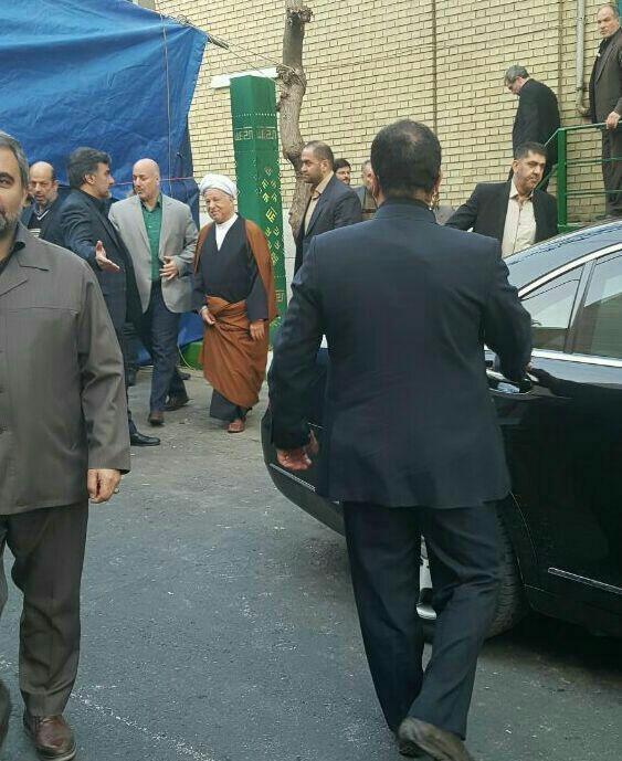 عکس|حضور هاشمی رفسنجانی در مراسم ترحیم آیتالله موسوی اردبیلی