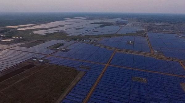 رونمایی هند از بزرگترین نیروگاه خورشیدی جهان