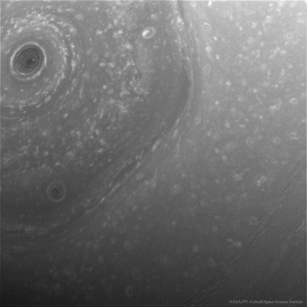 [عکس: 16-12-12-22246NorthSaturn_Cassini_1024.jpg]