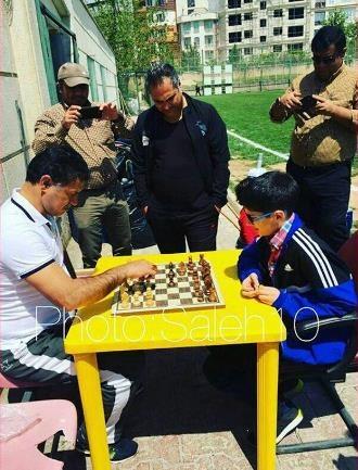 شطرنج بازی کردن علی دایی