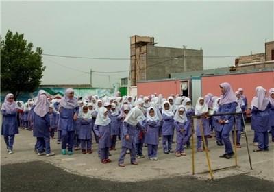 دانش آموزانی که در مشهد، در کانکس و انباری درس می خوانند