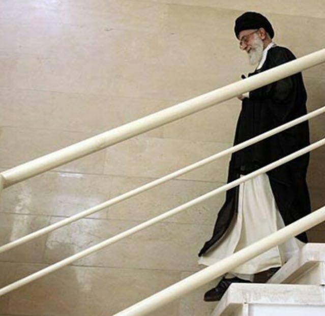 16 8 17 2336518 - یک تصویر خاص و ویژه از رهبر انقلاب