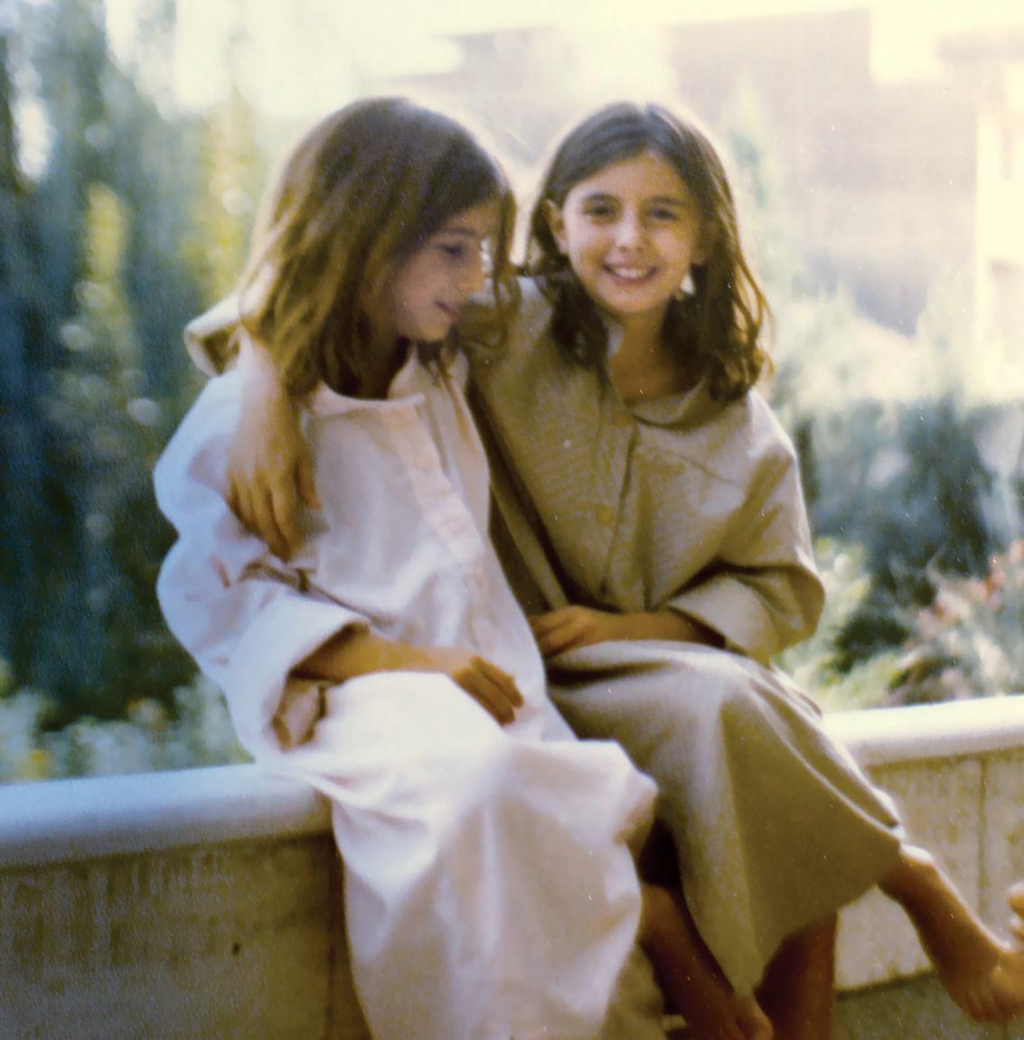 16 8 26 204019photo 2016 03 23 20 08 45 - دو تصویر از لیلا حاتمی و لیلی رشیدی در روزهای خوش کودکی و غم فراق پدر