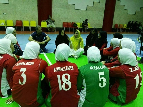 حضور خانم بازیگر در اردوی والیبال نشسته بانوان