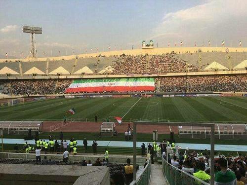 رونمایی از بزرگترین پرچم ملی جهان در ورزشگاه آزادی