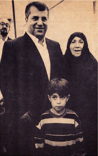 صحبت های علی پروین درباره عکس خودش و مامان نصرت