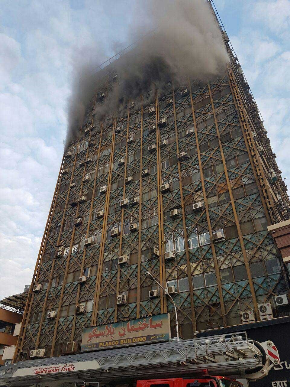 17 1 19 85028photo 2017 01 19 08 50 39 - تصاویر | آتشسوزی گسترده در ساختمان پلاسکو در تهران