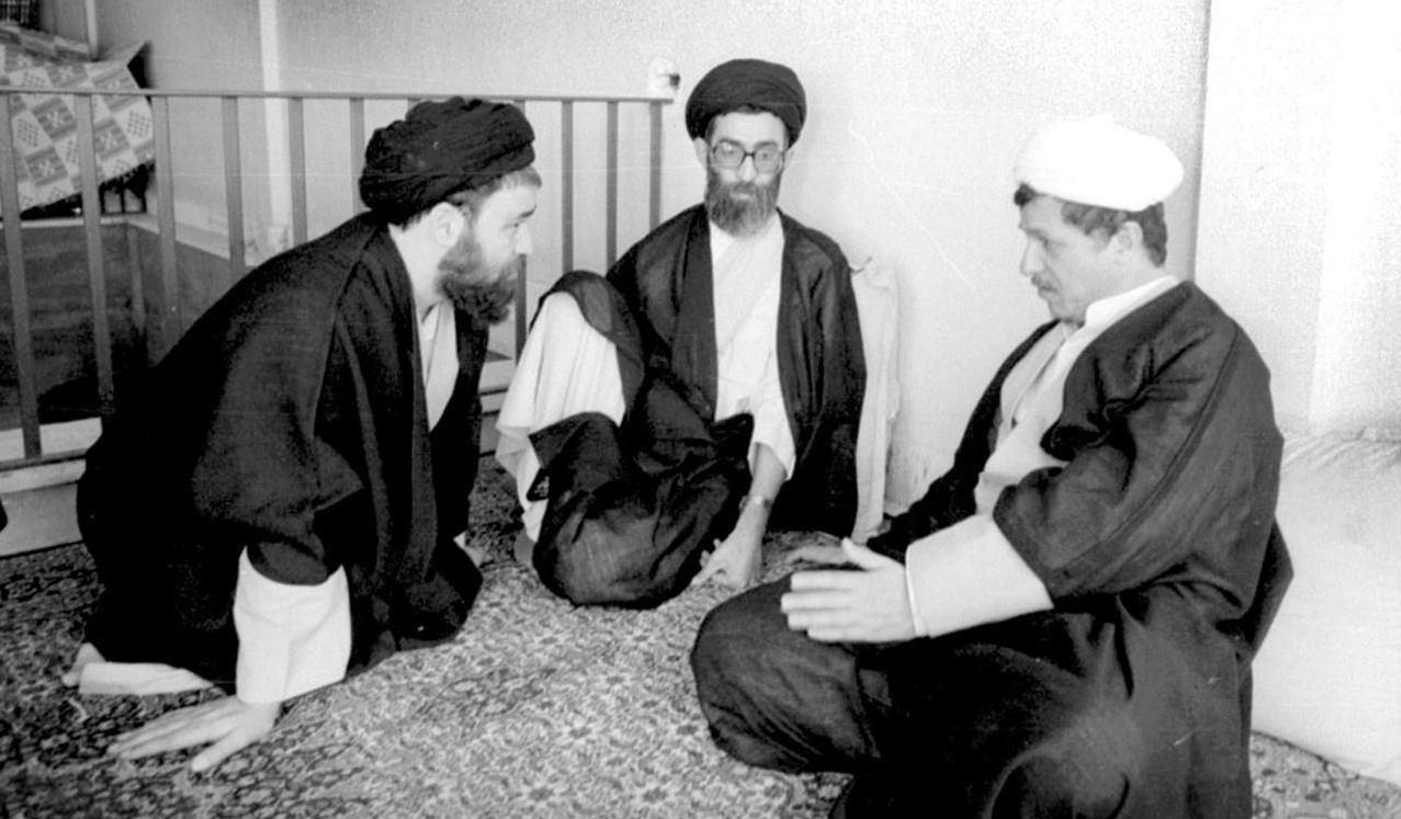 تصویر دیدهنشده از حضرت آیتالله خامنهای، مرحوم هاشمی رفسنجانی و مرحوم حاج سیداحمد خمینی