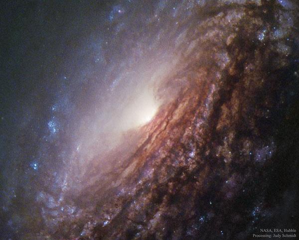 شیرجه در مرکز کهکشان مارپیچی