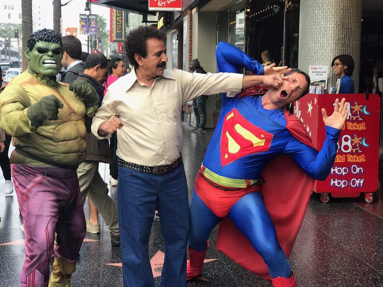 مُشت پرویز پرستویی بر صورت سوپرمن/ عکس