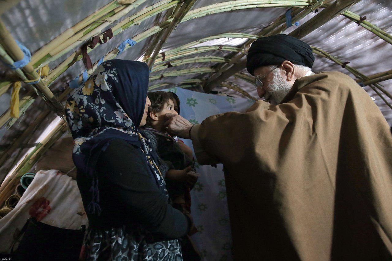 رهبر در دیدار با زلزله زدگان