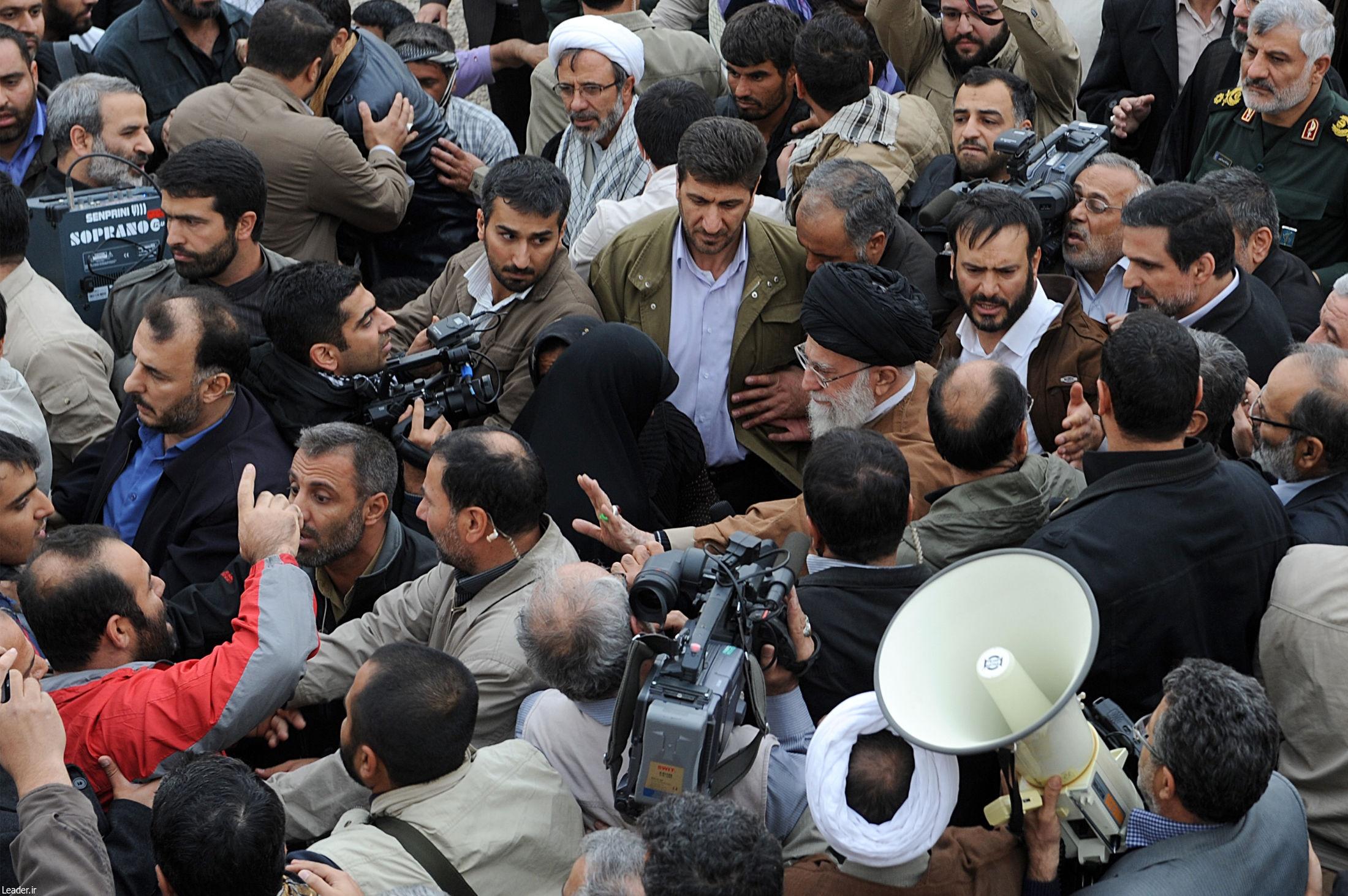 آیتالله خامنهای رهبر معظم انقلاب,عزت الله ضرغامی,زلزله