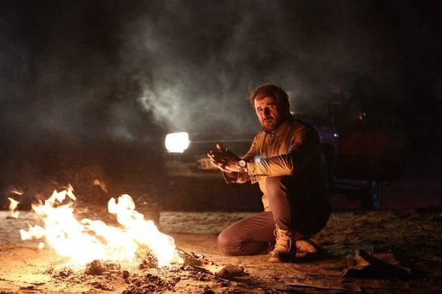 امین حیایی در نمایی از فیلم «شعله ور»