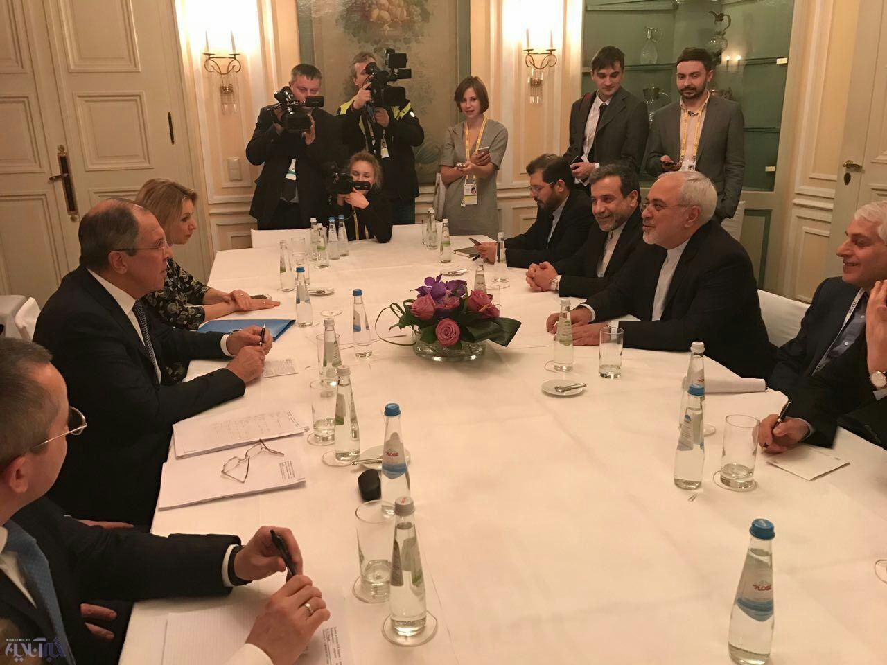 عکس | دیدار وزرای خارجه ایران و روسیه در حاشیه کنفرانس مونیخ
