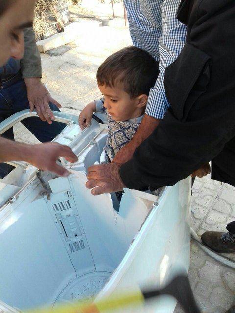 عکس | نجات کودک گرفتار در ماشین لباسشویی