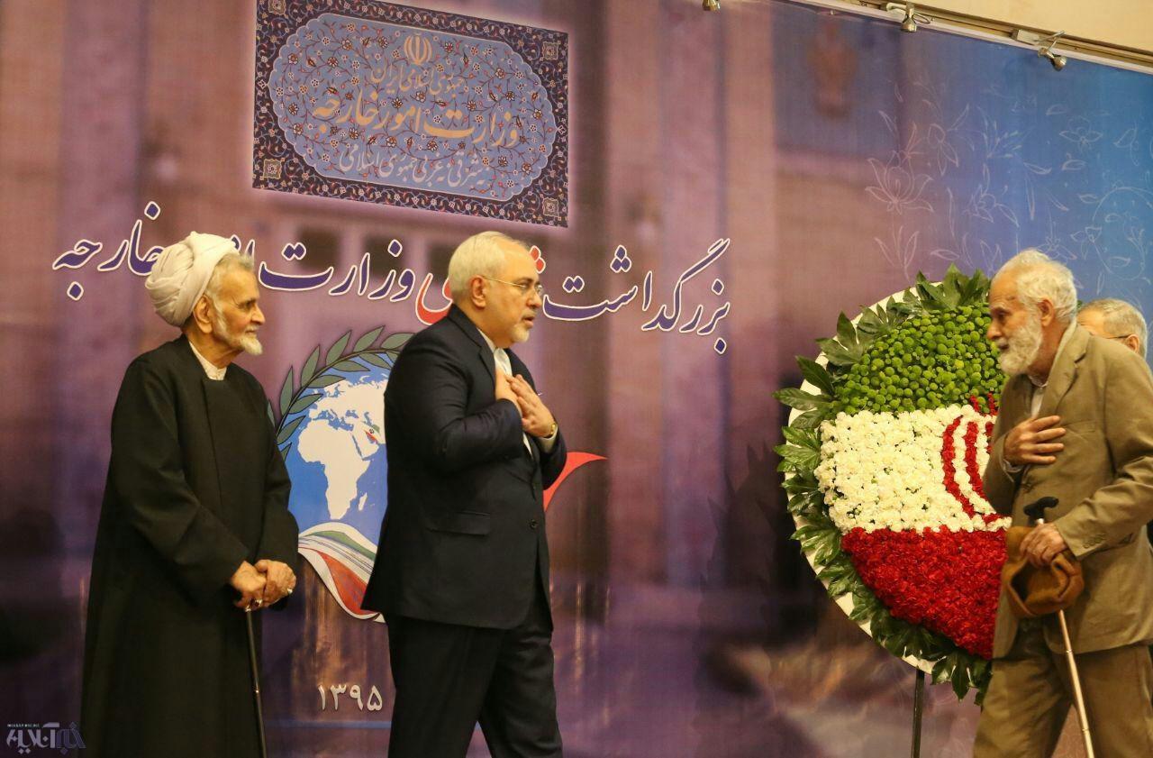 ظریف در مراسم بزرگداشت شهدای وزارت خارجه/عکس