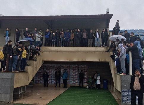 استقبال گرم هواداران از تمرین بارانی استقلال در غیاب علیمنصور