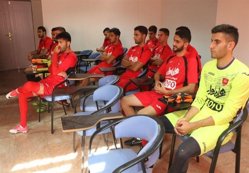 جلسه برانکو با بازیکنان پیش از آغاز اولین تمرین