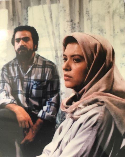 عکسی از پرویز پرستویی و رویا تیموریان در یک سریال دهه شصتی