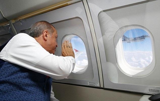 تصاویر | اسکورت اردوغان با جنگنده اف ۱۶             ,