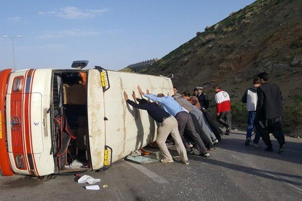 عکس/ تصادف مینیبوس با تانکر نفتکش در آزادراه پل زال - اندیمشک