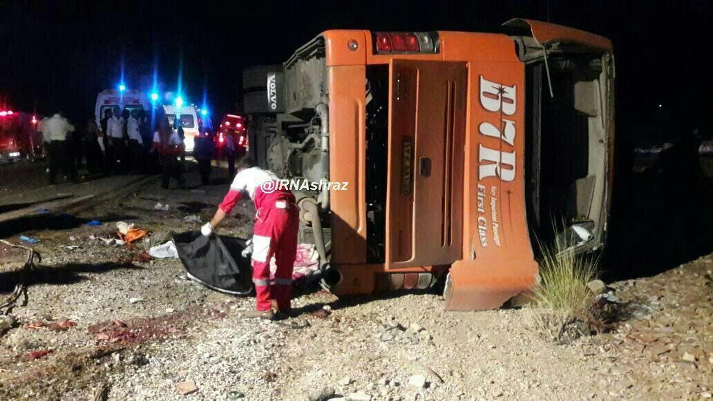 تصاویر و ماجرای واژگونی اتوبوس دانش آموزان در داراب با 12 کشته