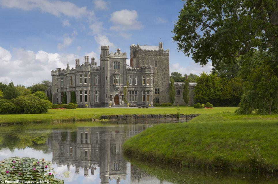 این قلعه بسیار زیبا و رویایی قرن 16 فقط 27 میلیارد تومان