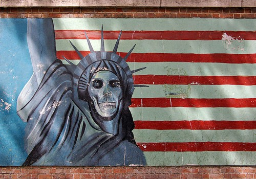 سرنوشت یک شعار استراتژیک/ موافقان و مخالفان مرگ بر آمریکا چه میگویند؟