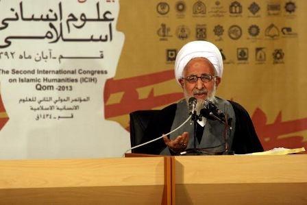آیت الله جوادی آملی: در زمینه علم اسلامی، نمی توانیم بگوییم نه شرقی نه غربی