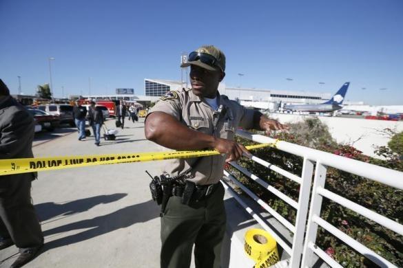 سرگردانی مسافران در فرودگاه لسآنجلس/ پلیس آمریکا اطلاعات دقیق نمیدهد