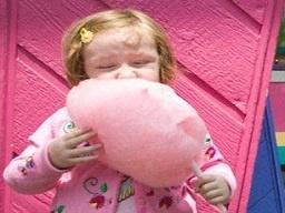 کشف دلیل علمی علاقه دختران به بستنی و شکلات