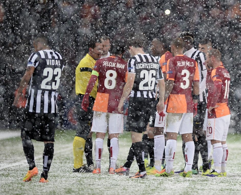 شکست خانگی بایرن برابر منچستر سیتی/ برف استانبول بازی گالاتاسرای - یونتووس را لغو کرد