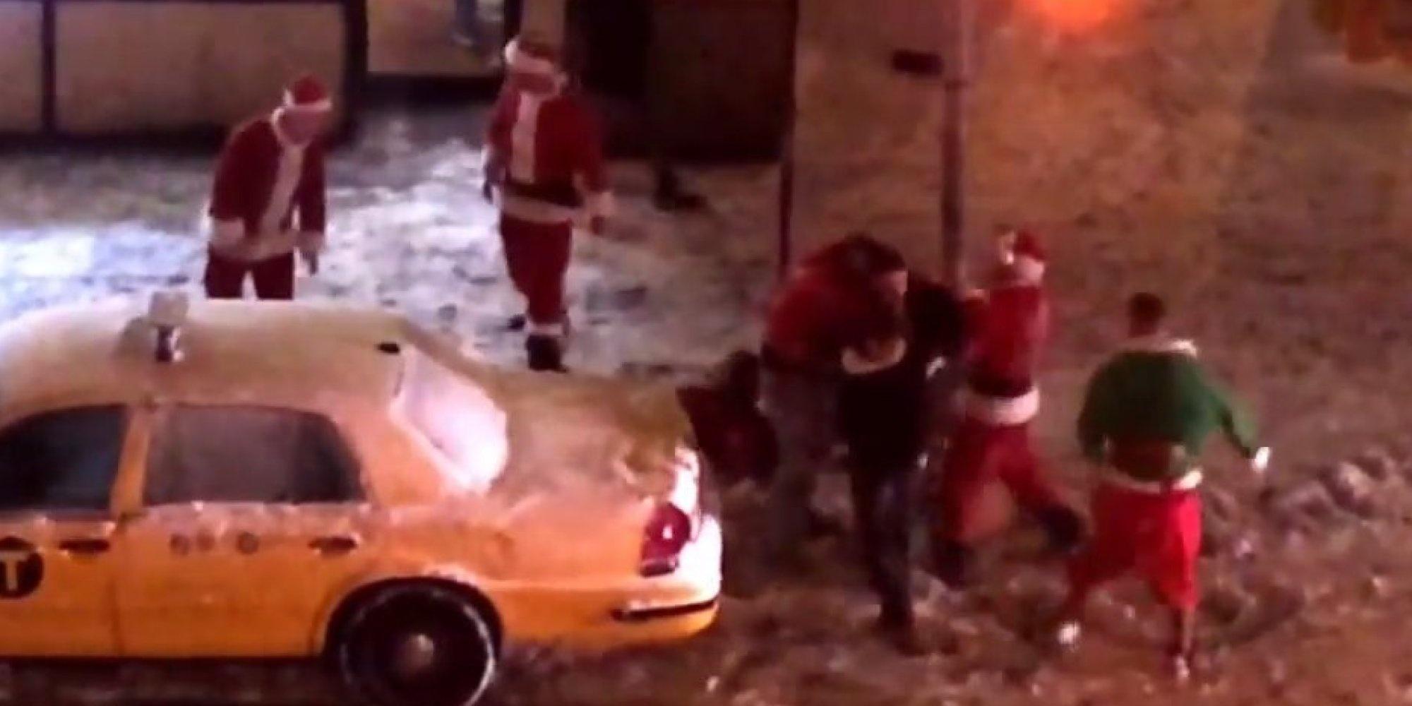 وقتی بابانوئل ها در نیویورک به جان هم می افتند