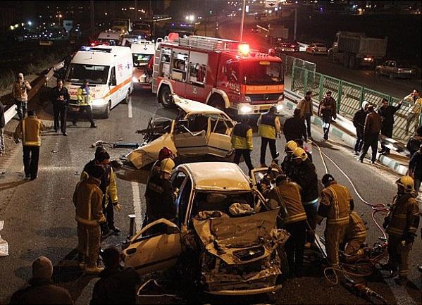 تصادف مرگبار در بزرگراه بابایی با 8 کشته و زخمی