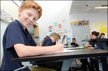 راه اندازی اولین کلاس درس ایستاده برای مقابله با چاقی دانش آموزان