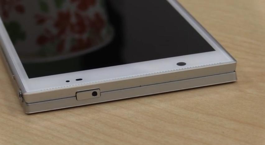 این گوشی ما بین آیفون5 و فون پد ایسوس است با پردازنده 8 هسته ای