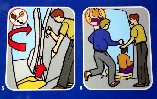 اگر درهای خروج اضطراری هواپیما را در حین پرواز باز کنیم، چه میشود؟