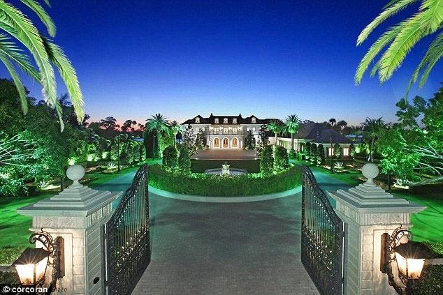 این عمارت را چرا نصف قیمت، - 42 میلیون دلار- می فروشند؟