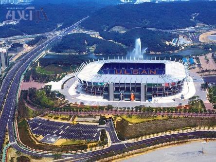 استادیوم مونسو شهر اولسان 44 هزار نفر ظرفیت دارد